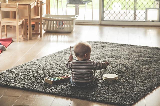 dítě s bubínkem