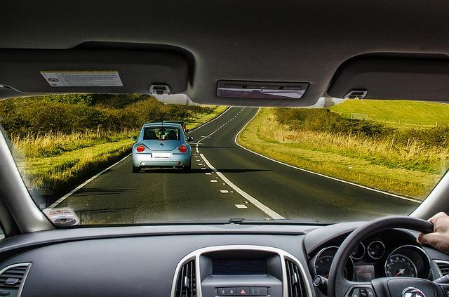 pohled z auta na silnici
