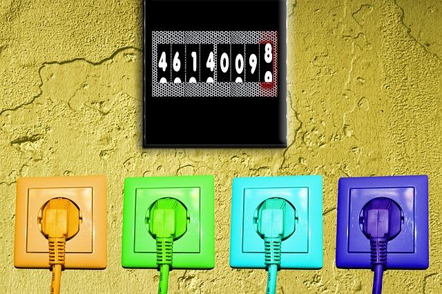 čtyři barevné zásuvky se zástrčkami.jpg